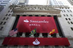 A banner with the logo of Banco Santander (Brasil) decorates the facade of the New York Stock Exchange